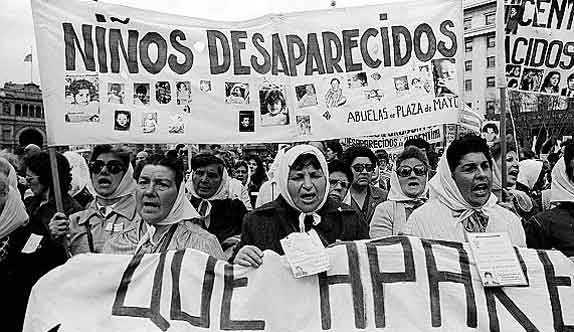 Argentina juzga por primera vez a médicos por robo de bebés en dictadura