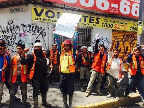 Muestras de apoyo de albañiles a estudiantes del IPN | Foto: La Jornada