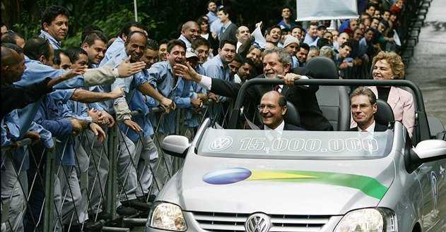 Luiz_Inácio_Lula_da_Silva_and_others_in_Volkswagen_Fox