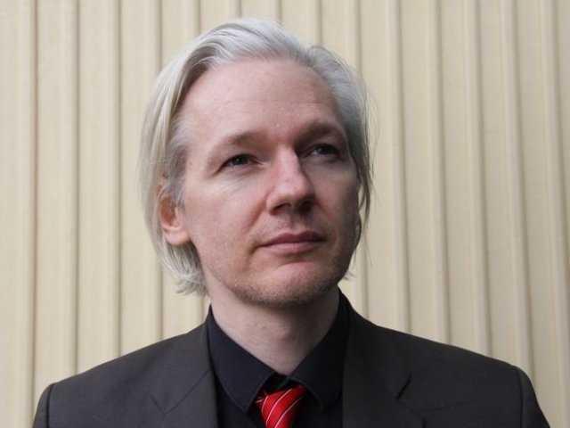 """Estados Unidos con """"fondos buitre"""" planea embargar a otros países: Assange"""