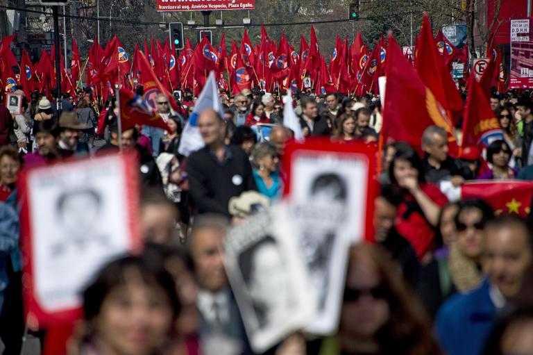 Chile: Víctimas de la dictadura marchan para recordar el golpe