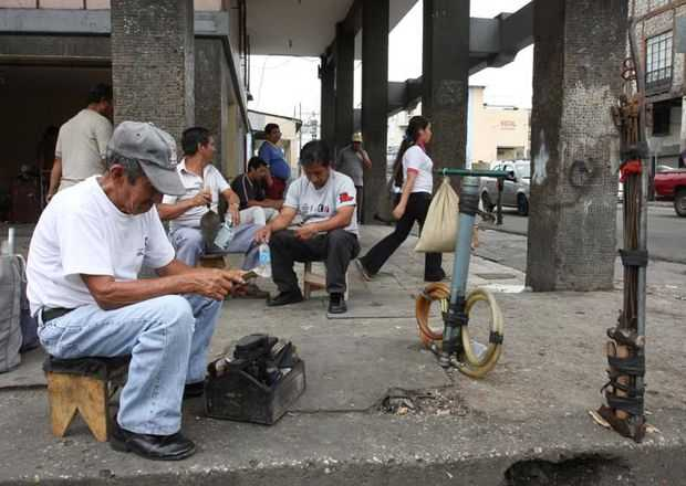 Senadores priistas presentan iniciativa, proponen mínimo de prestaciones a trabajadores