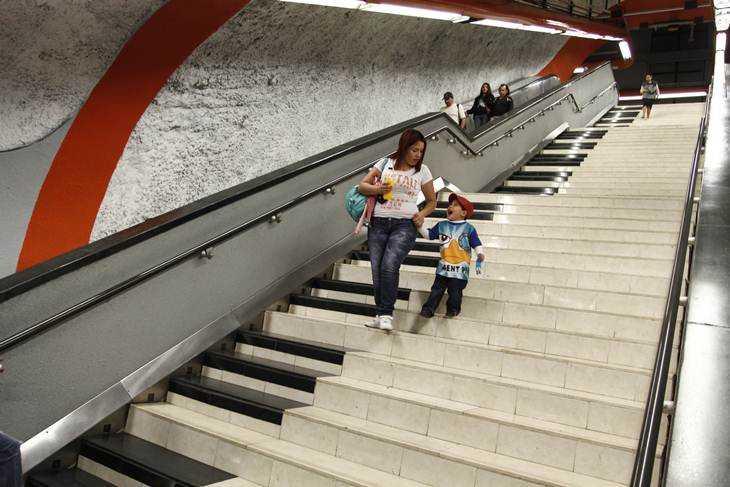 Instalan escalera musical en Metro Polanco, DF