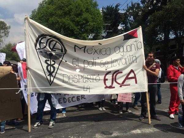 miles de estudiantes al Casco de Santo Tomás para marchar a Segob Foto: @PulsoCiudadano_