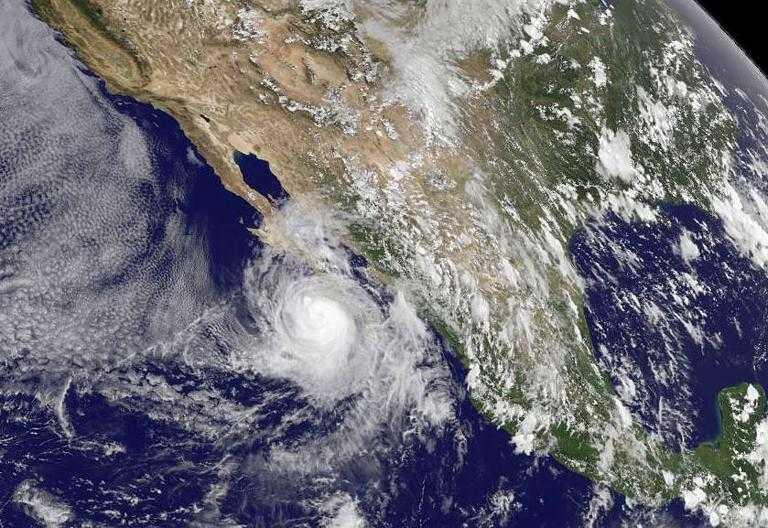 El Huracán Norbert incrementó su fuerza a categoría 2 en México