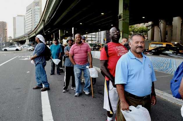 Estados Unidos penaliza a personas sin techo