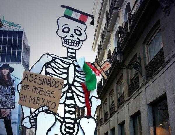 Miles de voces exigen la aparición de los 43 normalistas de Ayotzinapa