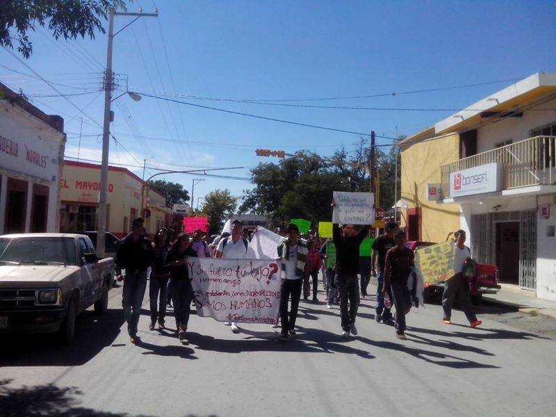 Normalistas de Cedral, San Luis Potosí manifiestan a poyo a estudiantes de Guerrero