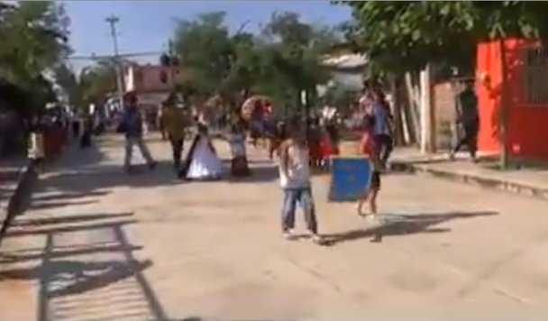 Balacera durante desfile infantil en Cuajinicuilapa, Guerrero (video)