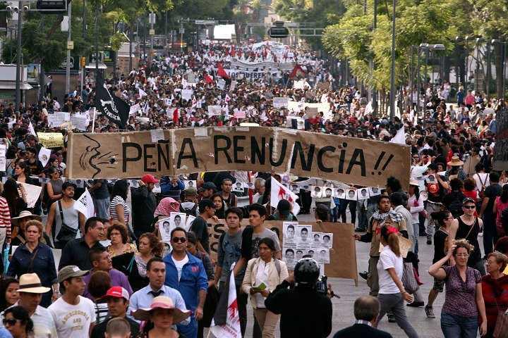 Padres de los 43 señalan de 'mentiroso y corrupto' al gobierno de Peña en la CIDH
