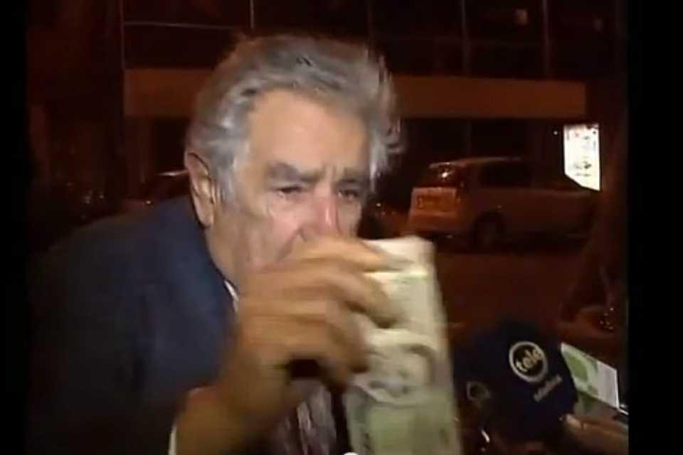 """Mendigo le pidió a José Mujica que """"sea presidente para toda la vida"""""""