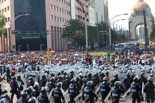Tras ser reprimidos, maestros de Oaxaca retiran plantón