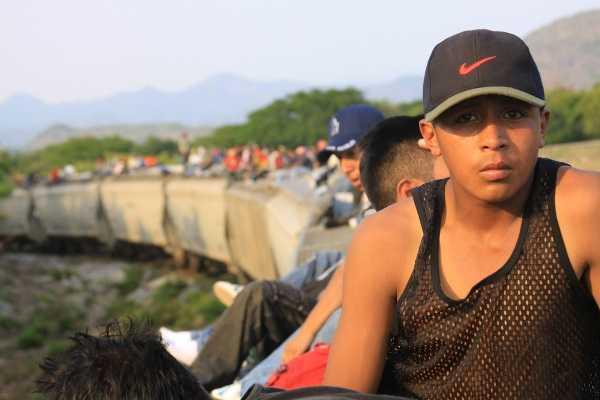 Solalinde denuncia extorsión de policías a migrantes