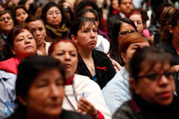 Mexicanas trabajan 19 horas más que los hombres