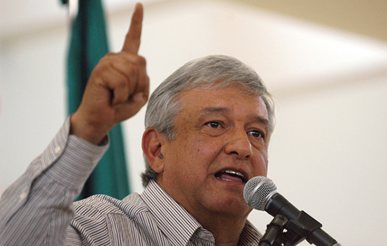 AMLO representa a la gente, sería opción en 2018: líder de Ayotzinapa