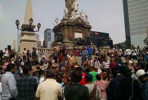 Morena realiza protesta en el Ángel de la Independencia