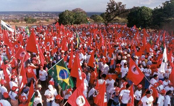 4 congresso nacionalk mst - brasilia - df - agosto 2001 Credito: arquivo MST