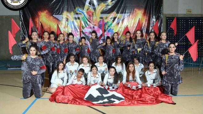 Polémica por niñas que se disfrazan de nazis en concurso de baile (VIDEO)