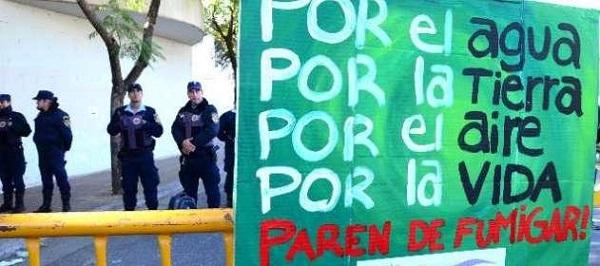 "México usa 91 agroquímicos ""altamente peligrosos"""