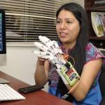 Politécnico desarrolla guante traductor para sordomudos
