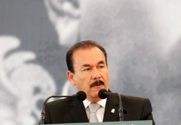 Alcalde panista de Atizapan se aumenta 100% el sueldo