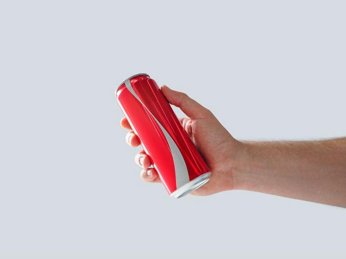 Coca Cola quita su logo