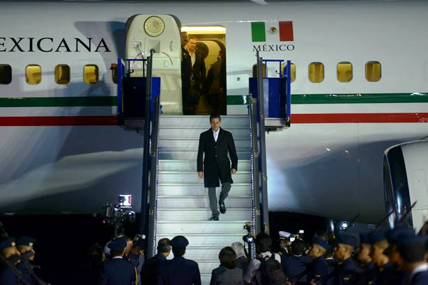 """Peña Nieto se va a Francia en visita """"simbólica"""", con una comitiva de 441 personas"""