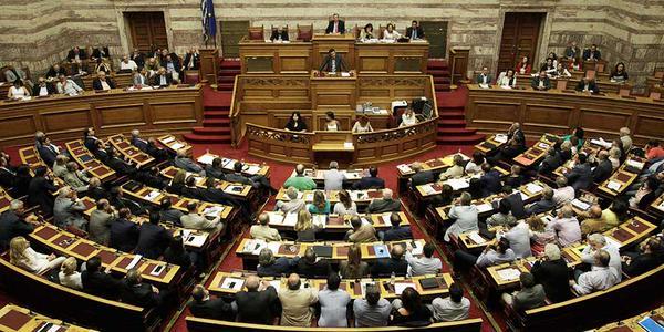 Parlamento griego aprueba acuerdo con acreedores