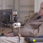 Stephen Hawking felicita a la NASA por acercarse a Plutón