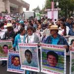 El pueblo de México sostiene nuestra lucha: padres de los 43 (discursos)