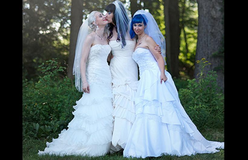 Se casa trío de mujeres en Brasil