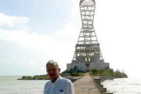 """Mega escultura""; monumento a la corrupción en Quintana Roo"