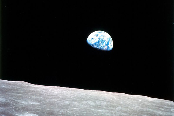 Quiere Trump base espacial en La Luna
