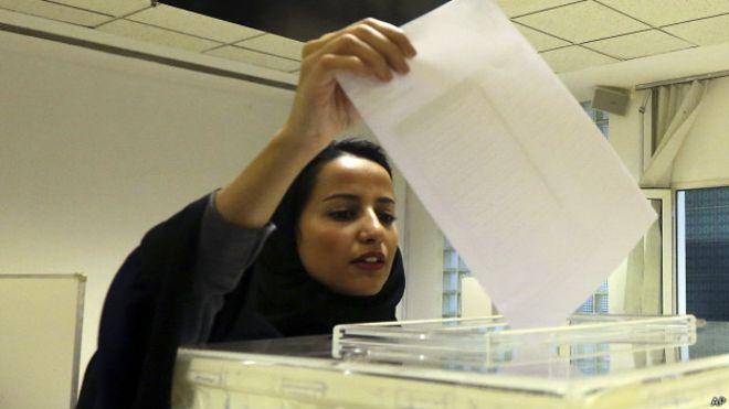 Mujeres ya podrían manejar en Arabia Saudita