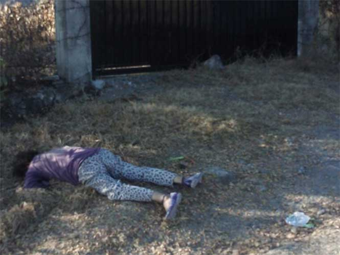 Apedrean hasta la muerte a travesti en Temixco