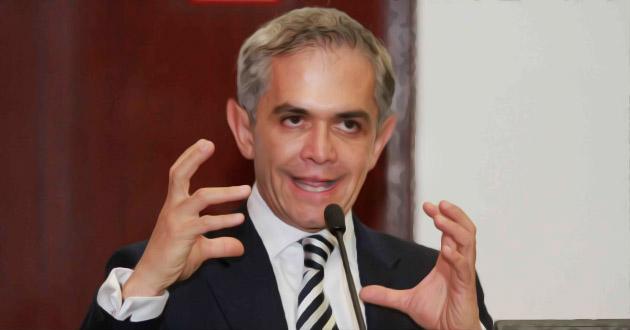 Mancera urge aprobar ley para privatizar el agua en la CDMX