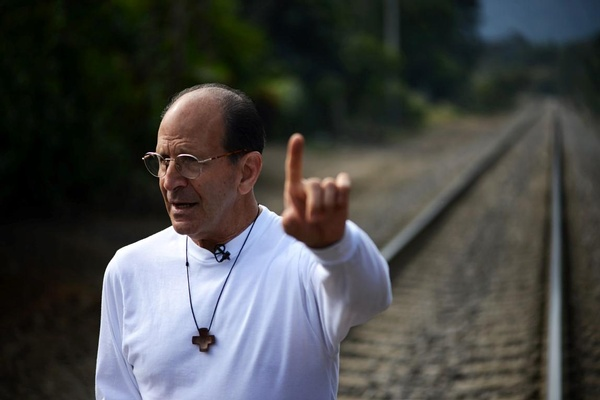 Obispos apoyaron al PRI, son cómplices del sistema corrupto: Solalinde