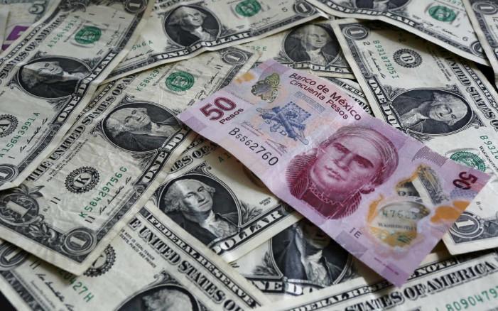 Dólar rebasa los $18 en el AICM
