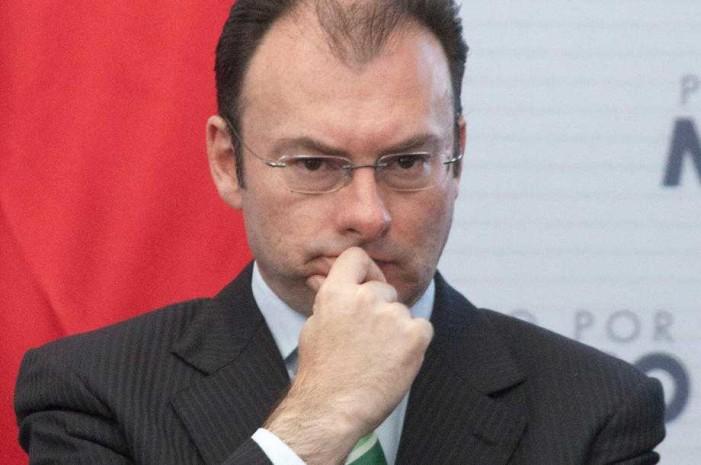 Videgaray desvía dinero de pensiones, acusan jubilados