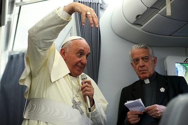 Las cosas que no dijo el Papa en México y si en el avión rumbo a Roma