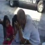 Canadiense besa en la boca a niñas, lo denuncian en redes (video)