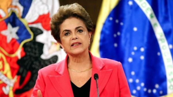 Dilma convoca a colaboradores, tras protestas en su contra
