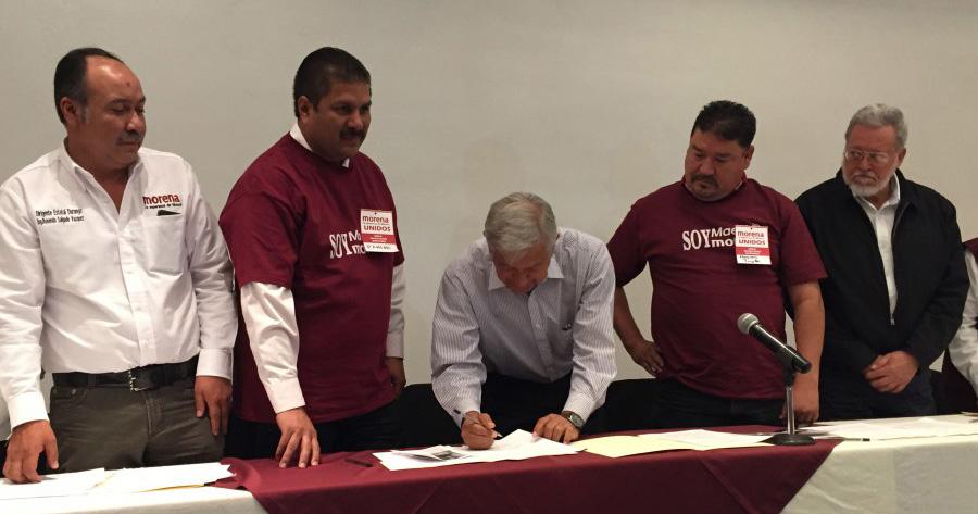 AMLO firma otro acuerdo por la educación con maestros de Durango, habrá otro en Zacatecas 2