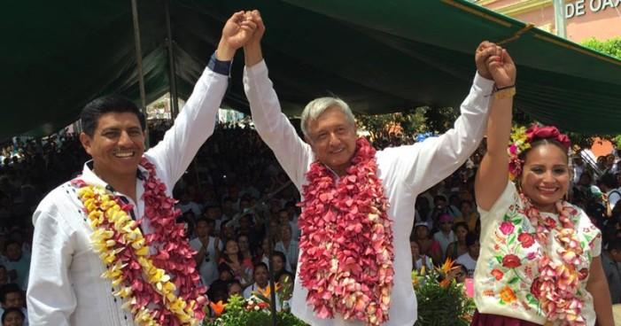 AMLO reitera que al triunfo de Morena se cancelará la política privatizadora