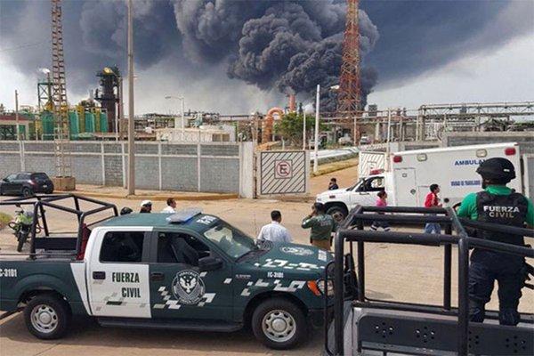 Pese a tragedia en Pajaritos, firman contratos para extracción privada de petróleo
