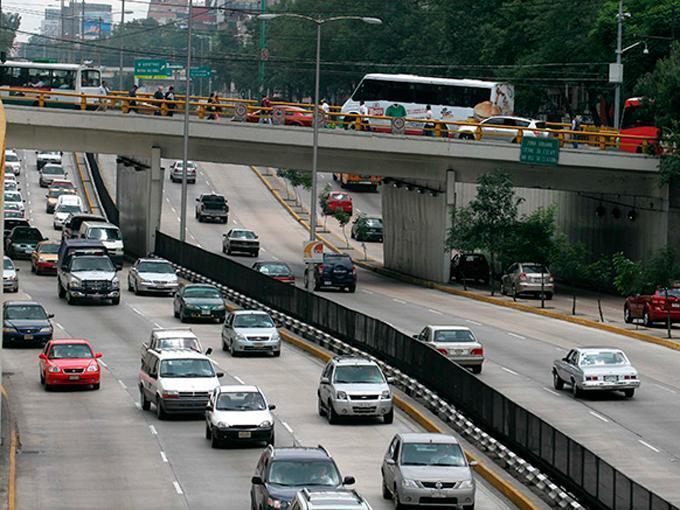 Crisis ambiental saca de circulación 40% de autos en Ciudad de México