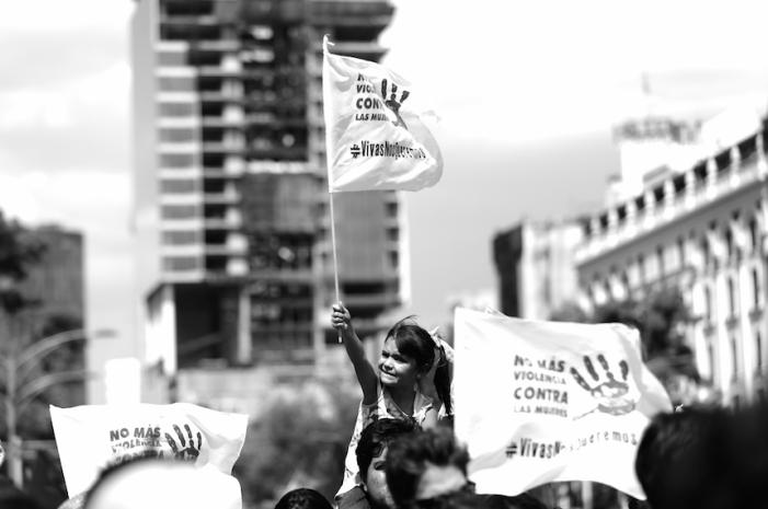 Mujeres marcharon al grito ¡Vivas Nos Queremos!, la prensa las ignora