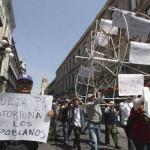 Exigen libertad para presos políticos en Puebla durante marcha del 1 de mayo
