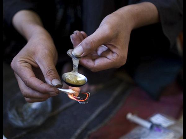 En la Condesa, detienen a pareja que portaba un kilo de heroína