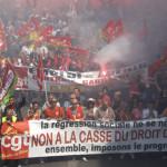 Miles de personas se movilizan en París contra reforma laboral